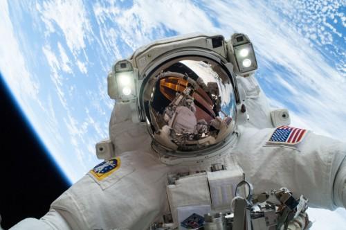 astronaute.selfie.nasa.espace.jpg