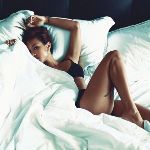 karrueche-tran-sensuelle-en-lingerie-sur.jpg