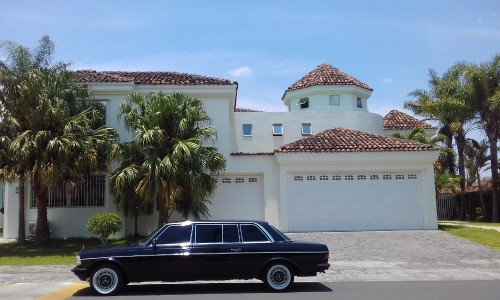 WHITE-MANSION-COSTA-RICA-LIMOSINA-MERCEDES-300D.jpg