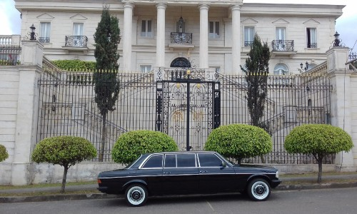 vintage-mansion-los-yoses-COSTA-RICA-LIMOSINA-MERCEDES-300D-LANG.jpg
