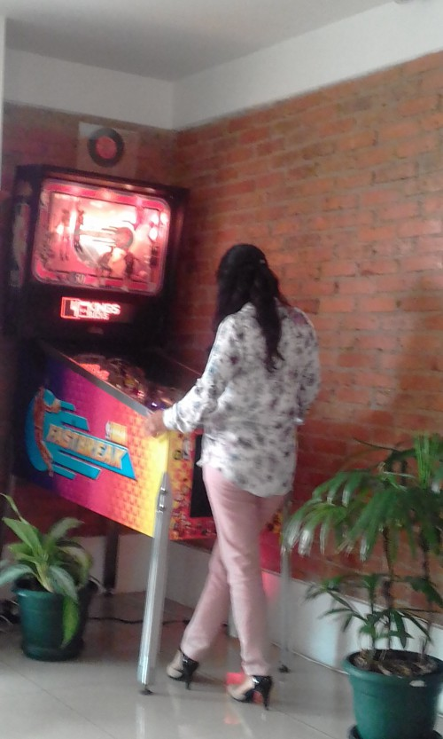 NBA-FASTBREAK-PINBALL-COSTA-RICA-GIRL.jpg