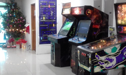 MERRY CHRISTMAS COSTA RICA  GAME ROOM PINBALL