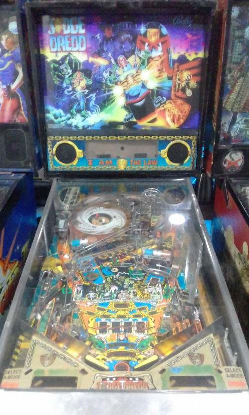 1993-BALLY-JUDGE-DREDD-PINBALL-MACHINE-COSTA-RICA.jpg