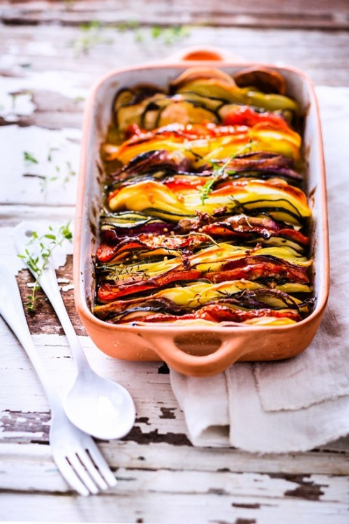 tian-pommes-de-terre-tomates-courgettes-oignons-rouges.jpg