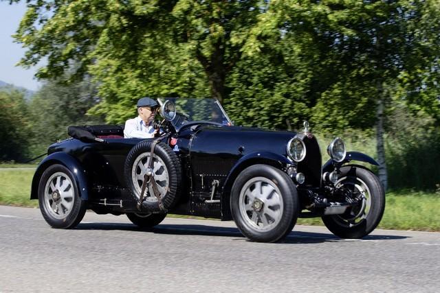 Service client Bugatti - Sur la magie de la marque 02_guy-caquelin_type-43-grand-sport
