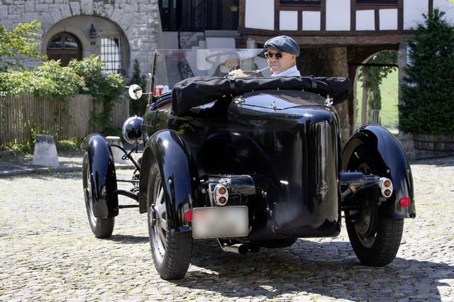 Service client Bugatti - Sur la magie de la marque 03_guy-caquelin_type-43-grand-sport
